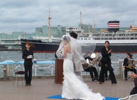 美しい横浜・山下公園でのウェディング(結婚式)は生涯忘れることのできない大切な思い出となる